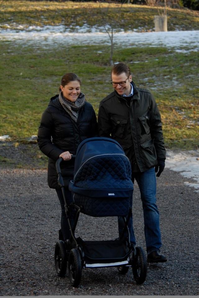 Fun fact: ka Rootsi kroonprintsess Victoria sõidutas oma tütar Estelle Brio vankris :)  Pilt kuningakoja Facebooki lehelt.