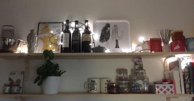 Üks täitunud oktoobri plaan ka siia - Teet ehitas meile kööki toreda riiuli. Jee!