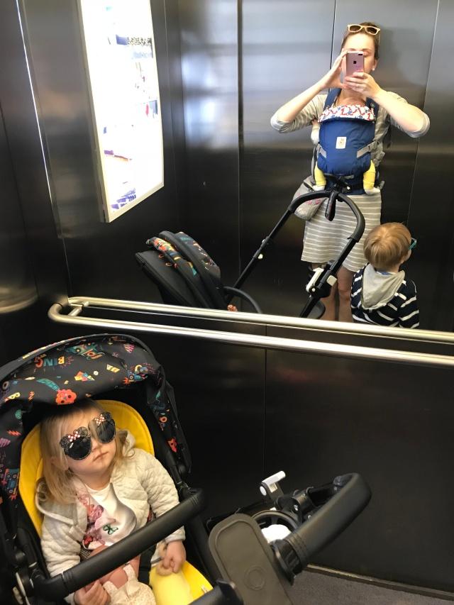 Kuidas üksi kolme lapsega linna peale minna