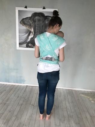 laiad linasabad saab seljale mõnusalt laiali tõmmata, et lapse raskus jaotuks maksimaalselt ühtlaselt